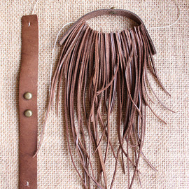 Gedmaker - Handmade Leather Jewelry, Pullover Necklace : Intrigue 7, Grass