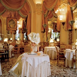 Tim Walker - vogue| Kate Moss at the Ritz Paris |Fashion Editor: Grace Coddington