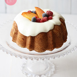 Lemon cake with summer fruit