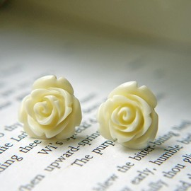 Luulla - Cream White Rose Post Earrings. Hypoallergienic Titanium Posts