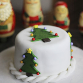 Mini Christmas Cakes Christmas trees with stars and baubles