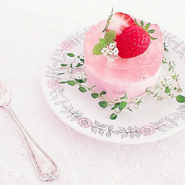 strawberry and yogurt mousse
