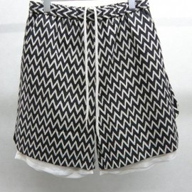 YEAH RIGHT!! - jagged line rayer shorts