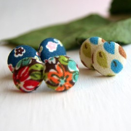 Luulla - Colorful Flower and Leaf Fabric Button Studs - Set of Three