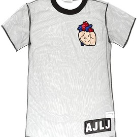Au Jour Le Jour - heart patch sheer T-shirt