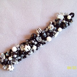 Luulla - Beaded Knitted Bracelet