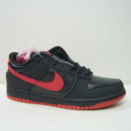 "NIKE - Dunk Low SB ""Black Devil"""