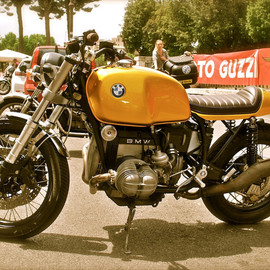 BMW - Golden cafe racer