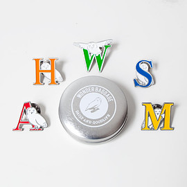 WONDER BAGGAGE - WONDER BAGGAGE / Wonder Baggao alphabet pins