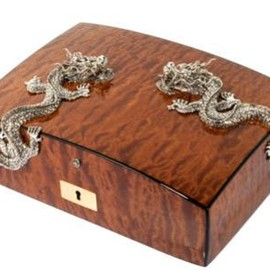 Lotus Arts de Vivre - Lacquer cigar humidor with two silver dragons