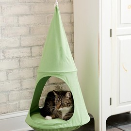 Plow & Hearth - Hanging Cat Cuddle Pod
