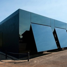 "Tina Tziallas + Factor Design - ""Black Box"", New South Wales, Australia"