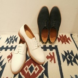 walk-over - shoes/white bucks