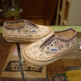 "vans - 「<deadstock>80's vans baby authentic pink/panda""made in USA"" size9cm? 3500yen」完売"
