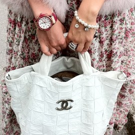 CHANEL - small tote/white