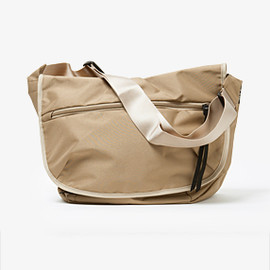 "hobo - ""Basics"" Shoulder Bag"