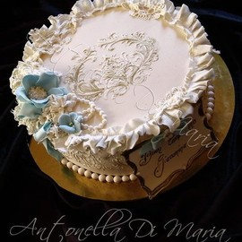 CakesDecor.com - Pretty and charmy in blue cake