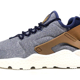 NIKE - (WMNS)AIR HUARACHE RUN ULTRA SE