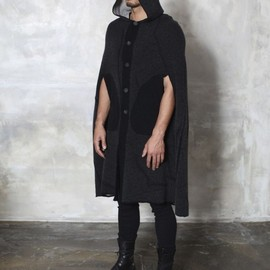 LABEL UNDER CONSTRUCTION - HOODED HOOKED CAPE