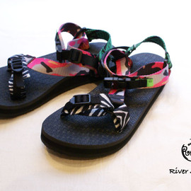 River Sandal (Solid Crazy)