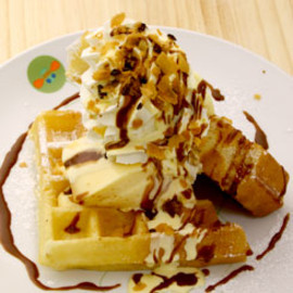 Honey bee - Waffle with custard pudding