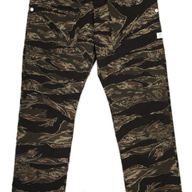 SASSAFRAS - Fall Leaf Pants Tiger Camo