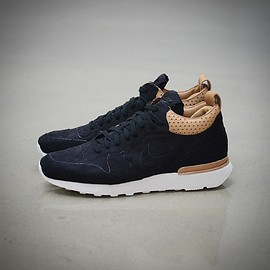 NIKE - Air Internationalist Mid Royal - Black/Black/Vachetta Tan/Summit White
