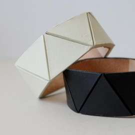 Lauren Manoogian - TRIANGLE CUFF(one color)