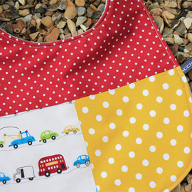 Luulla - Baby bib - race on by