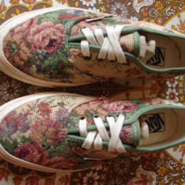 Vans - vintage VANS shoes FLORAL TEA TAPESTRY authentic style #44 MADE IN USA US5 1990's