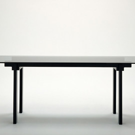 ixc.East by Eastwest - BLOOM dinning table