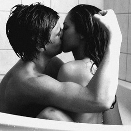 Kissing in - Bath...couple