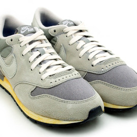NIKE - AIR EPIC VINTAGE QS