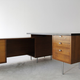 Herman Miller - EOG Secretarial 'L' Desk by George Nelson