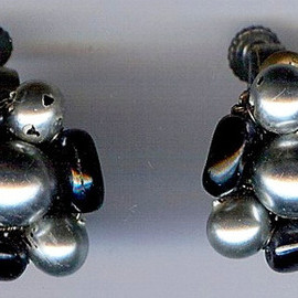 MIRIAM HASKELL - VINTAGE SILVER & BLACK GLASS BEAD SCREWBACK CLIP EARRINGS