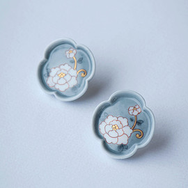 HiN - 絵付 牡丹/Peony Mokkou Earrings - Blue grey