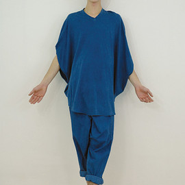 COSMIC WONDER Light Source - Indian indigo-dyed circular top and wrapped pants