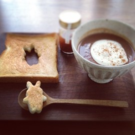 hot chocolate + bread bunnies