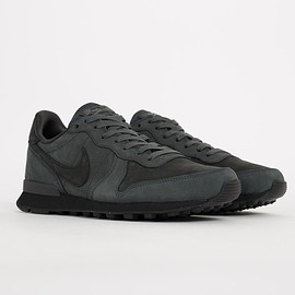 NIKE - Internationalist - Anthracite/Black/University Red