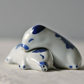 ModishVintage - vintage porcelain salt pepper shakers lounging pigs