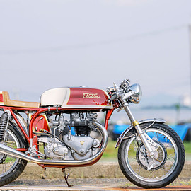 BERRYBADS MOTORCYCLE - Triton cafe racer / Norton featherbed