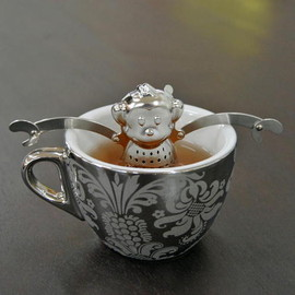 Kikkerland - Monkey Tea Infuser and Drip Tray