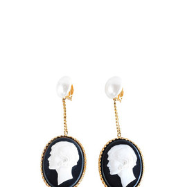 CHANEL - CAMEO EARRINGS