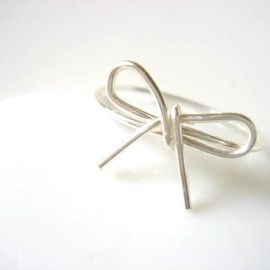 Star Dust - Bow Tie Ring