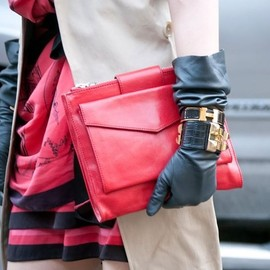 Leather gloves/chic style