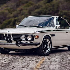 BMW - 3.0CS ('73 REBUILD)