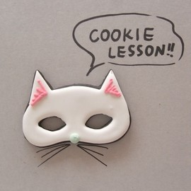 THUMB AND CAKES - cat mask icing cookie