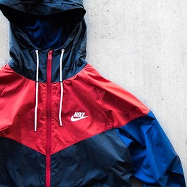 NIKE - Colorblock Windbreaker - Black/Red/Blue