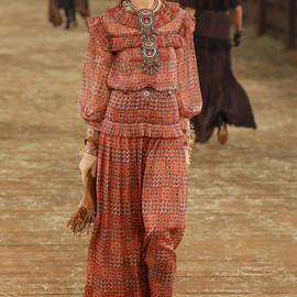CHANEL - CHANEL pre-fall look #49