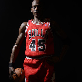 Enterbay - 1/6 Limited edition Real Masterpiece: Michael Jordan (Series 1 I'M BACK!) by ENTERBAY